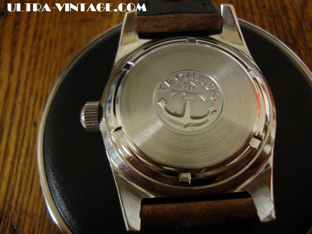 Technos Sky Diver Case back